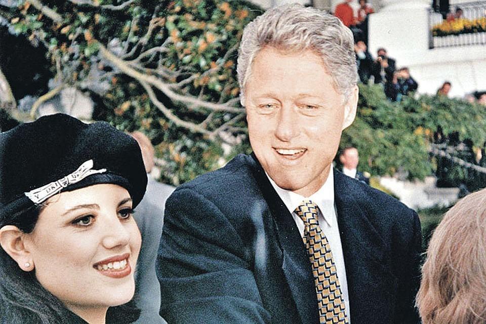 Ноябрь 1996 года. Моника Левински вместе с другими поздравляет Клинтона с переизбранием на второй президентский срок. К этому моменту их тайный роман уже крутился вовсю. Фото: Polaris/EAST NEWS
