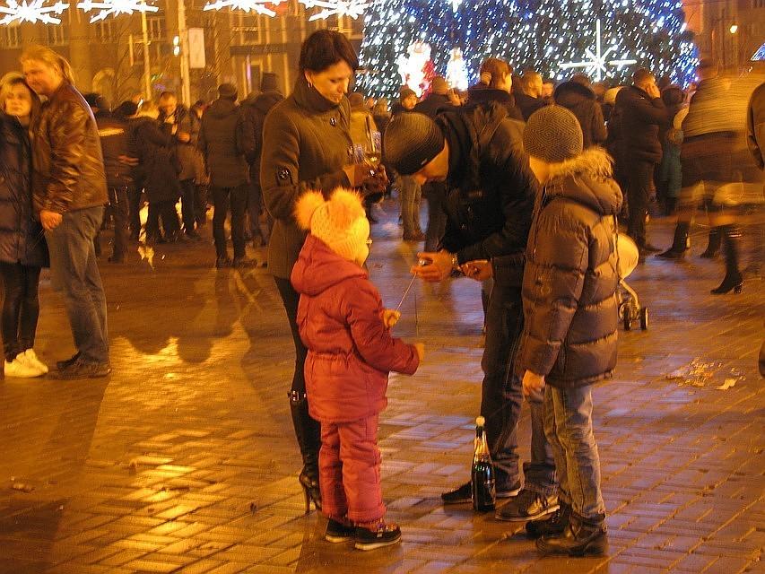 Дети в Донецке встречают Новый Год с подарками