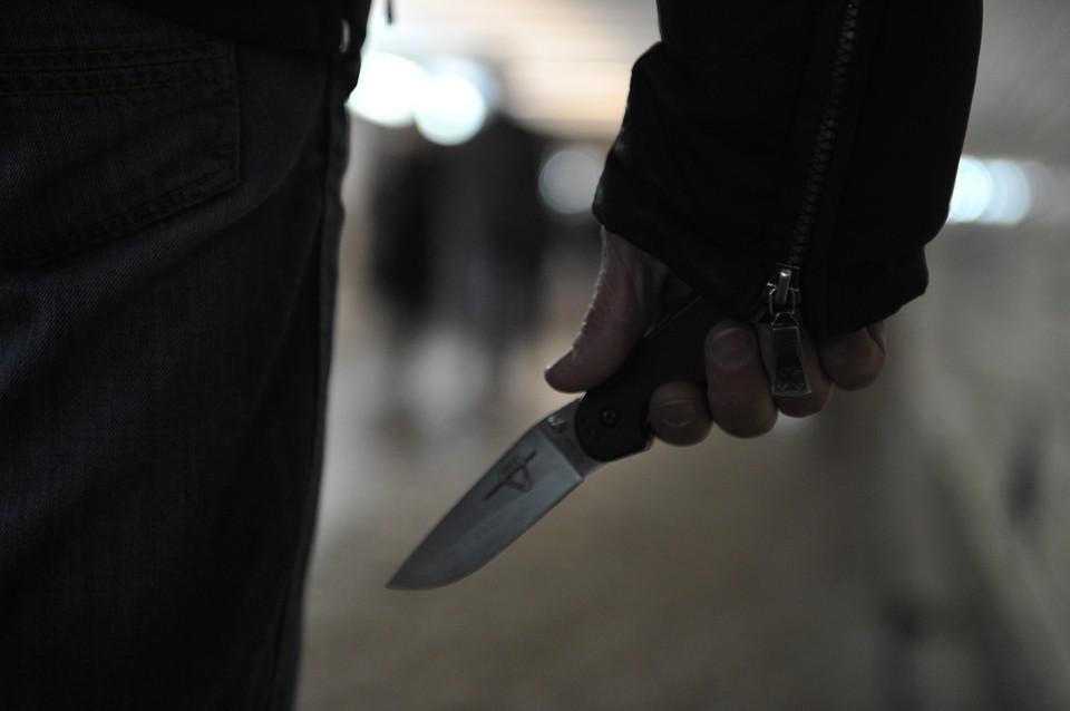 Следователь напал на сотрудника прокуратуры с ножом