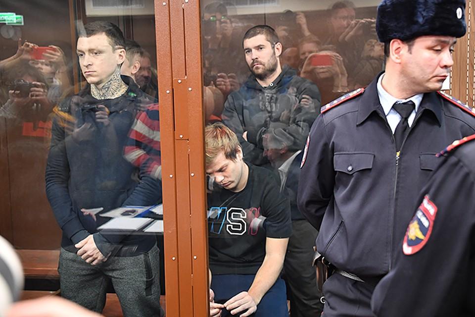 Футболистам предъявили обвинение по статьям «Хулиганство» и «Побои». Оба были арестованы до 8 декабря.