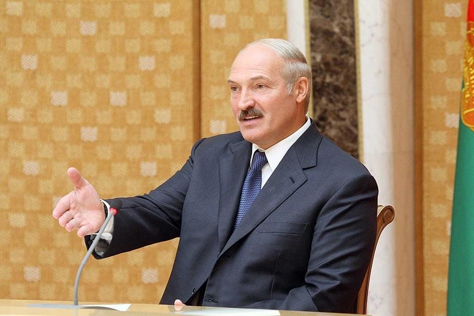 Президент общается с российскими журналистами. Фото: БелТА