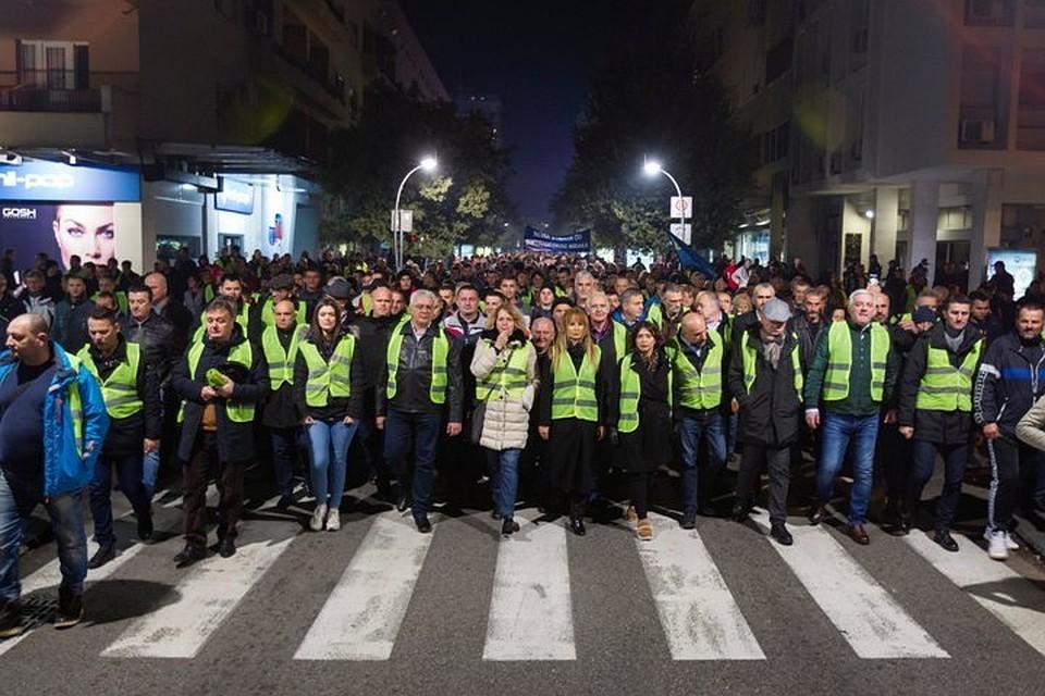 """На северо-востоке Франции в результате дорожно-транспортного происшествия, к которому косвенно оказались причастны протестующие """"желтые жилеты"""", погибла женщина"""