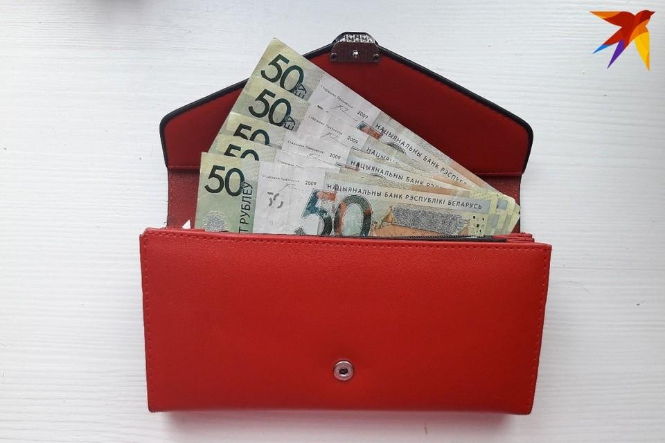 Основной доход белорусов формируется из зарплат.