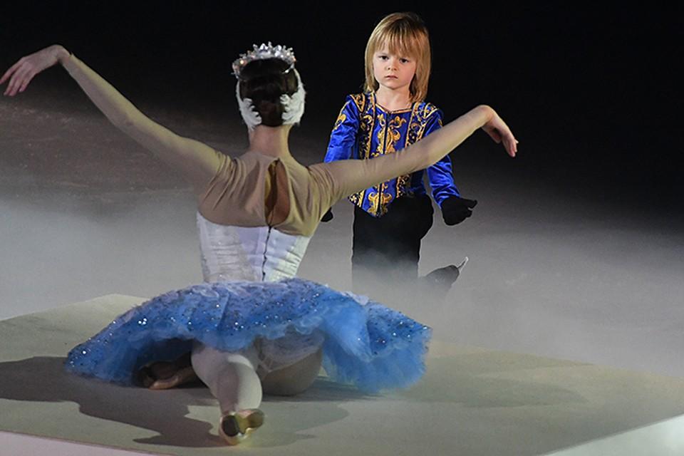5-летний Александр Плющенко почти 11 минут провел на льду вместе с балеринами Большого театра