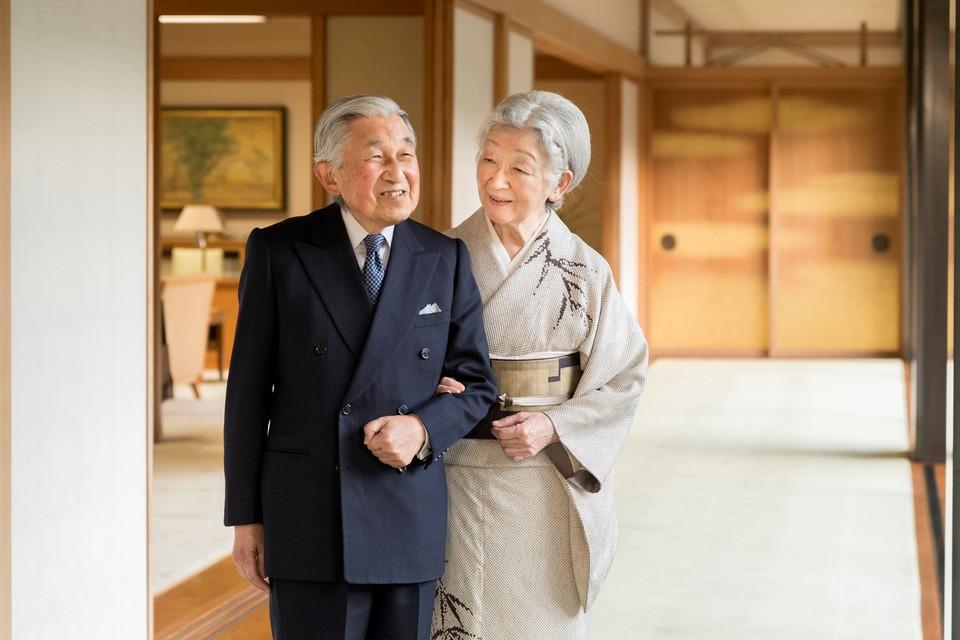 Император Японии Акихито и его супруга Митико
