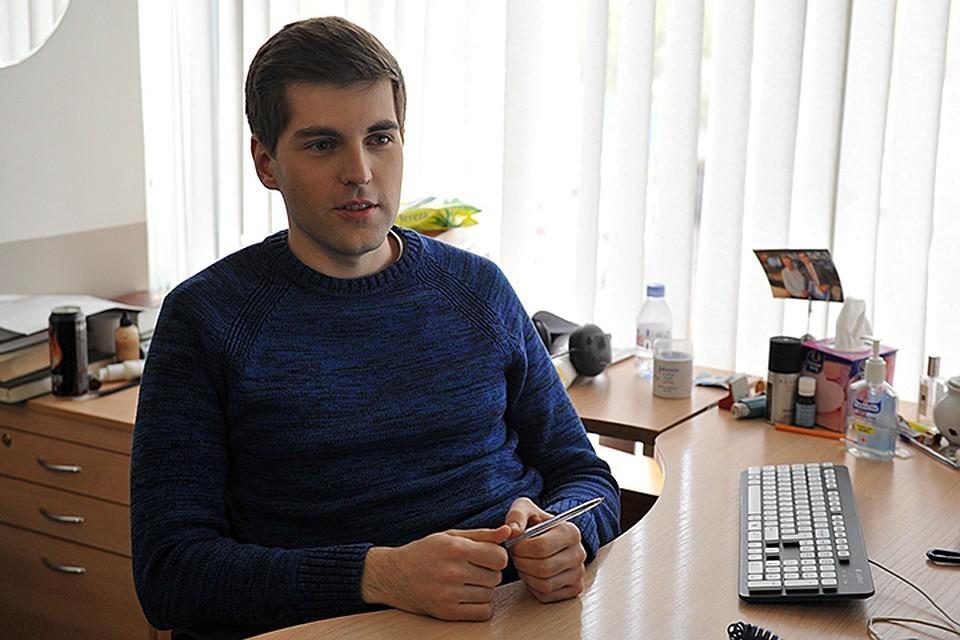 Борисов не стал отрицать, что многие герои имеют материальную заинтересованность в том, чтобы придти на шоу