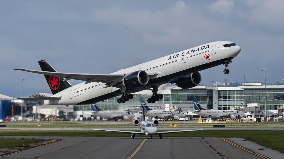 Следовавший из Ванкувера на гавайский остров Мауи пассажирский самолет авиакомпании Air Canada был вынужден вернуться в аэропорт