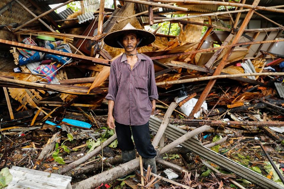 Огромная волна разрушила почти 900 жилых домов