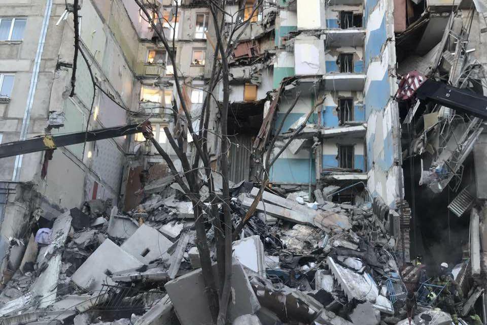 Из-под завалов в Магнитогорске достают людей. Фото: пресс-служба губернатора Челябинской области.