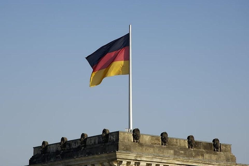 Отмечается, что речь идет о членах почти всех партий, представленных в Бундестаге.