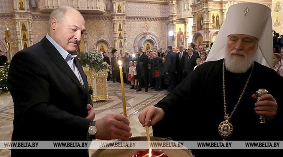Александр Лукашенко зажег рождественскую свечу в Храме-памятнике в честь Всех Святых Фото: belta.by