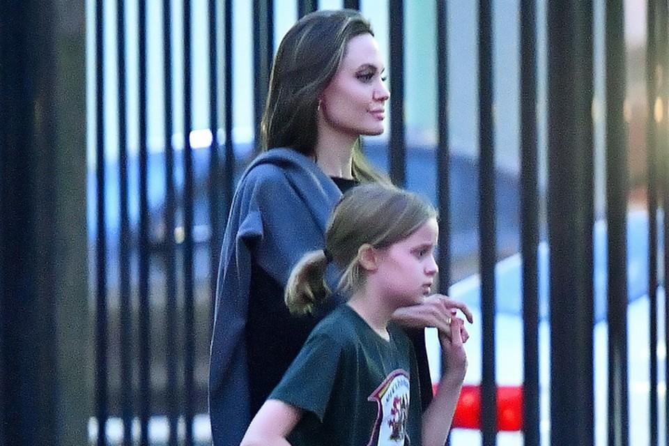 Анджелина Джоли сводила дочь Вивьен на тренировку.