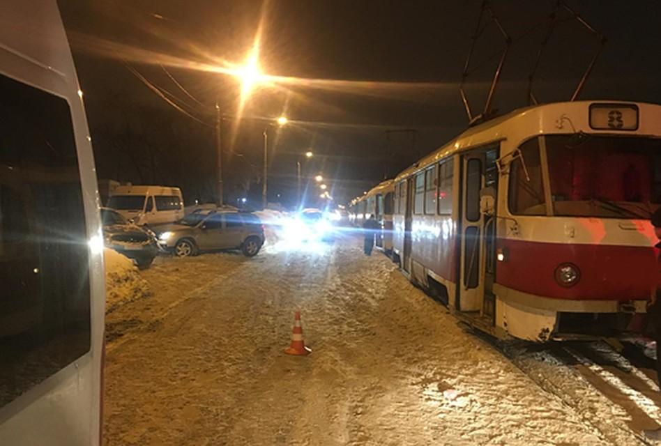 Молодой человек попал под трамвай