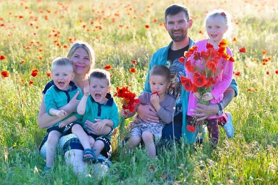 Супруги Никоновы выбрали детей на другом конце страны - во Владивостоке. Фото: facebook.com/mila.vasina.58