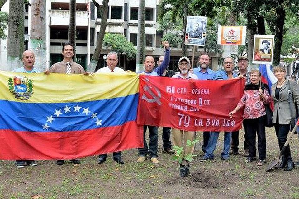 """Акция """"Бессмертный полк"""" в Каракасе. Фото Cecaruven Amistad Rusven"""