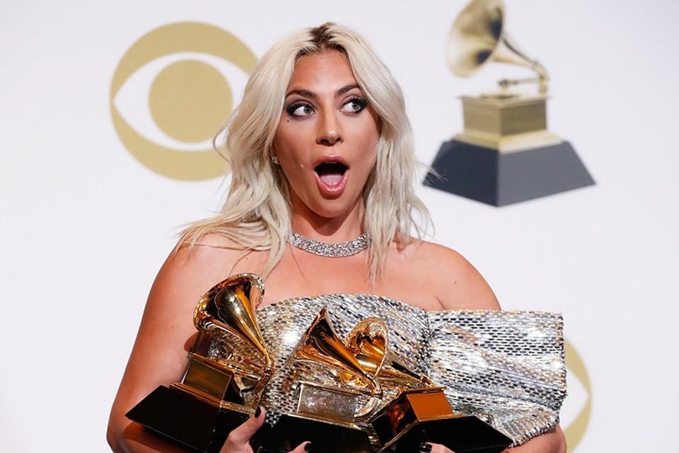 """Леди Гага на """"Грэмми"""" появилась без кольца, которое Кристиан Карино подарил ей на помолвку."""