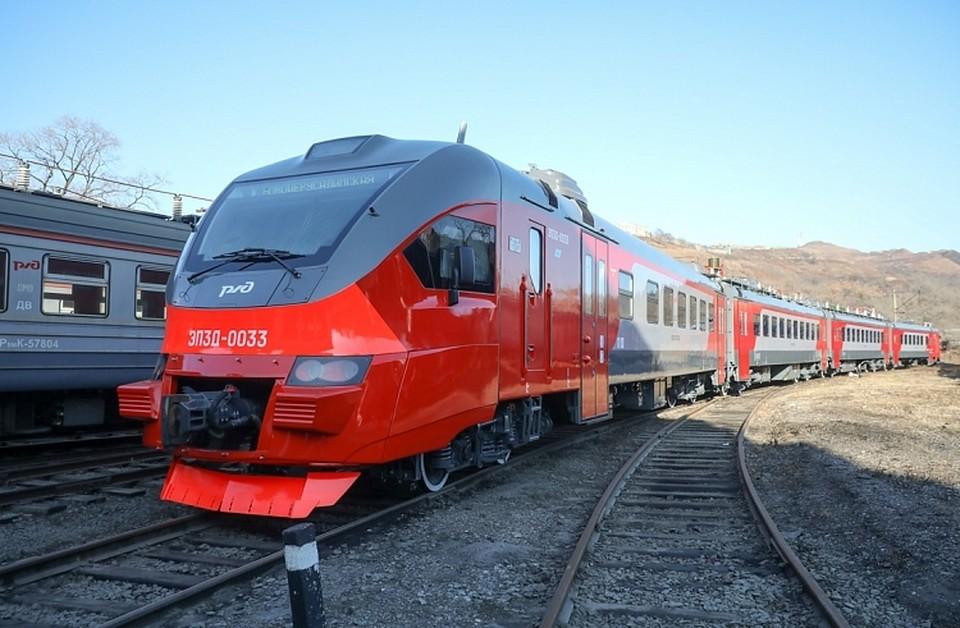Первый электропоезд, в составе которого шесть вагонов, был запущен на линию в августе 2018 года