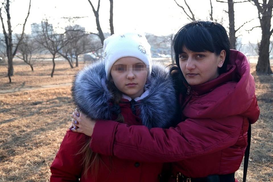 Кира Лысенко с дочерью - ученицей школы №2 в Большом Камне.