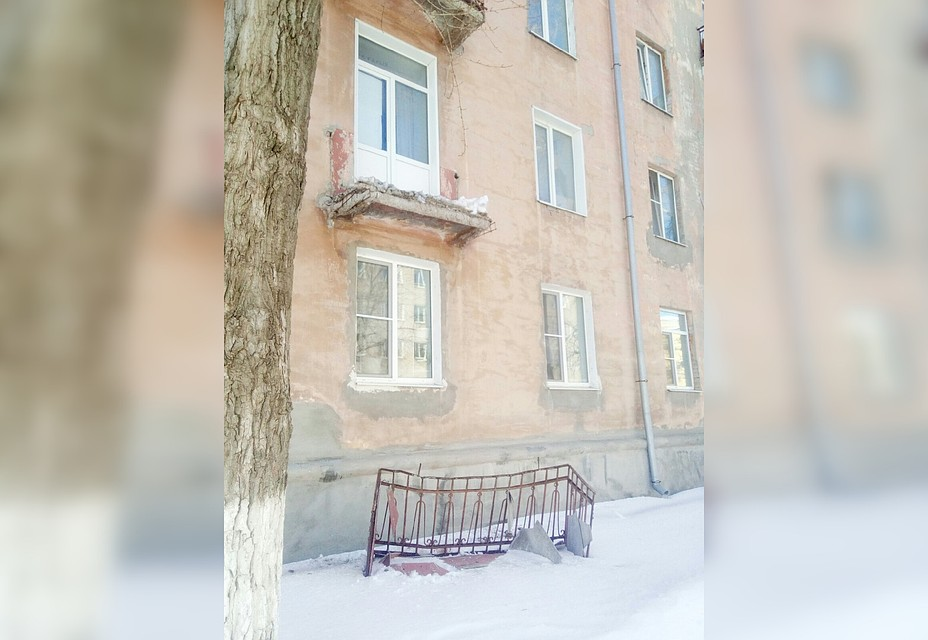 Een Winters Balkon : В Сызрани обрушился балкон второго этажа жилого дома