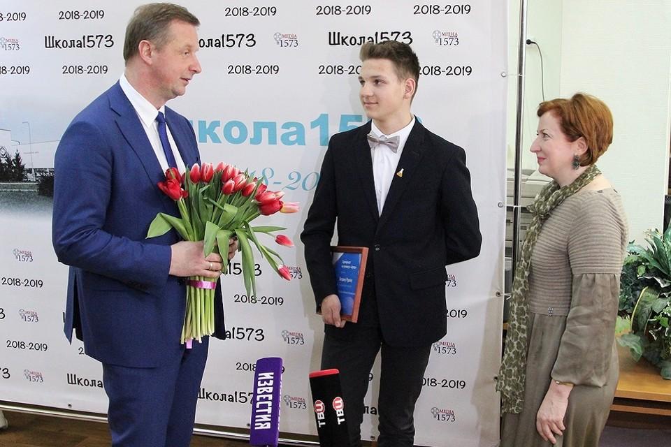 Михаил Кожевников вручил награды и цветы Богдану Рудику и Елене Лысько