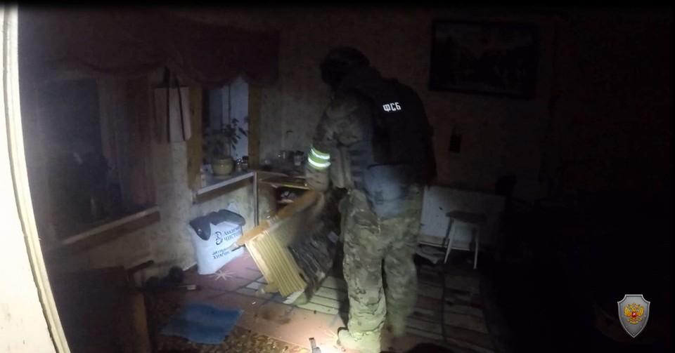 Сотрудники ФСБ ликвидировали вооруженного бандита, засевшего в одном из частных домов. НАК