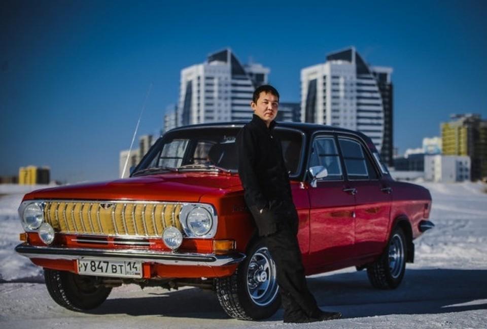 """""""Родной"""" цвет этого ГАЗ-24 - светло-голубой. В красно-черный его покрасили, чтобы выделиться из толпы."""