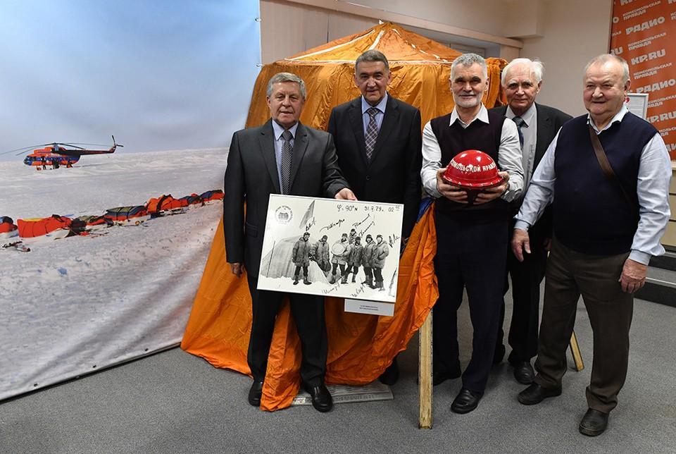 """В редакции """"КП"""" отметили 40-летие легендарной полярной экспедиции """"Комсомольской правды""""."""