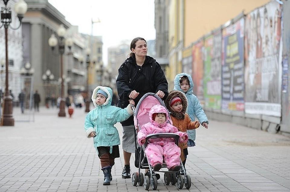 Эксперты предлагают увеличить пособие для многодетных семей