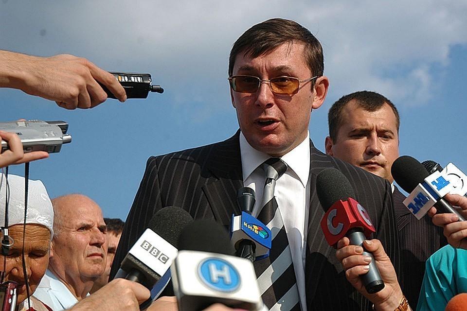 В Киеве обязали НАБУ возбудить уголовное дело против Юрия Луценко