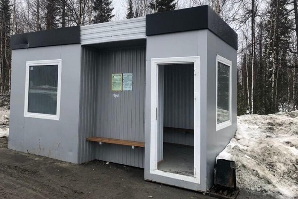 Теплые остановки в Ноябрьске превратились в туалеты Фото: vk.com
