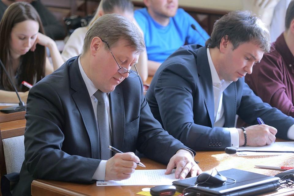 Мэр Новосибирска Анатолий Локоть каждый год участвует в акции по проверке грамотности.