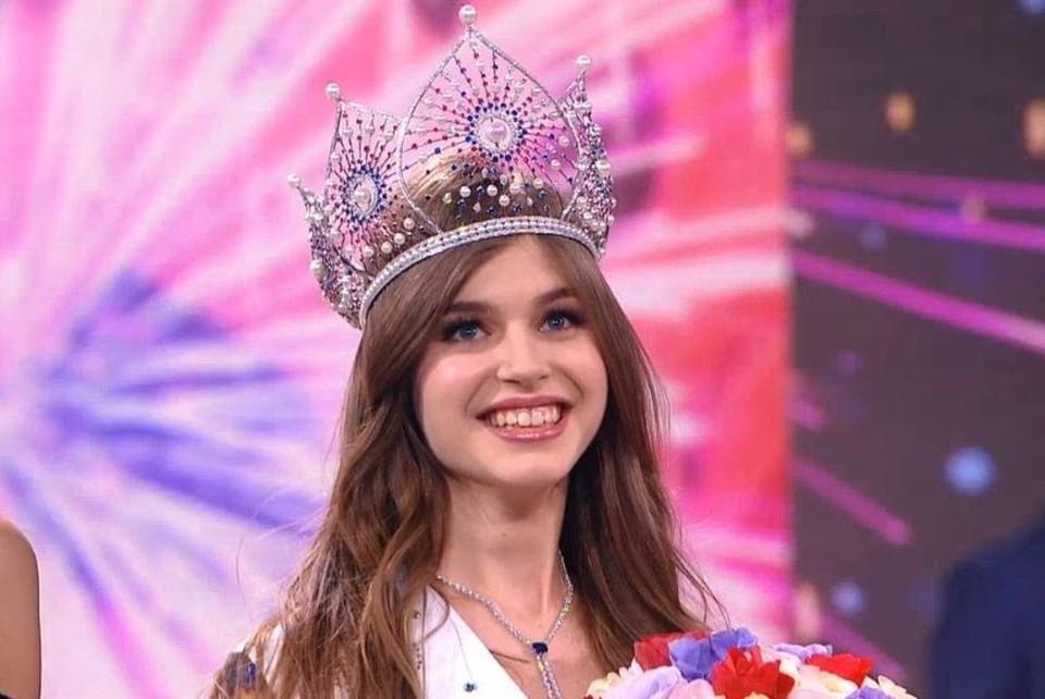 Алина Санько стала самой красивой девушкой страны. Стоп-кадр из видео-трансляции конкурса.