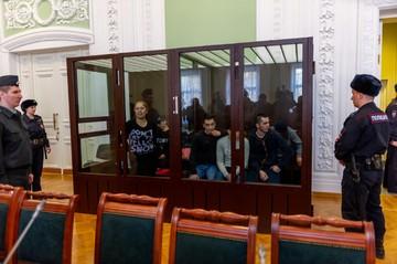 «Спасались, не оглядываясь»: Пассажиры взорванного поезда в метро Петербурга рассказали о теракте
