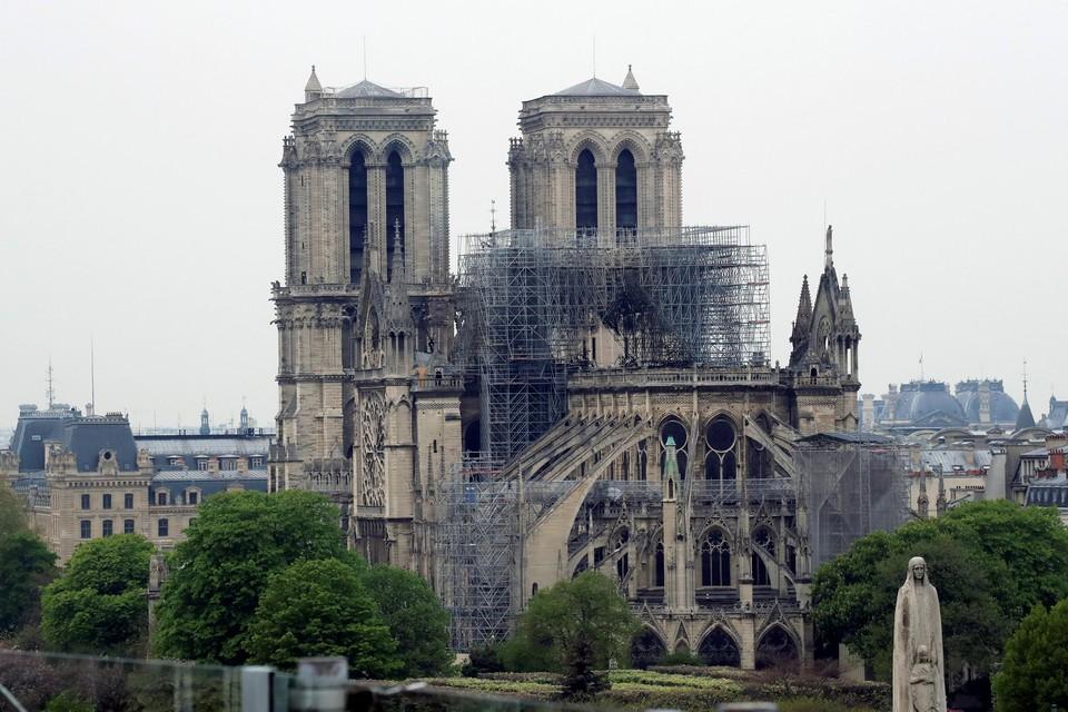 Наиболее пострадали крыша, шпиль и внутреннее убранство парижского собора