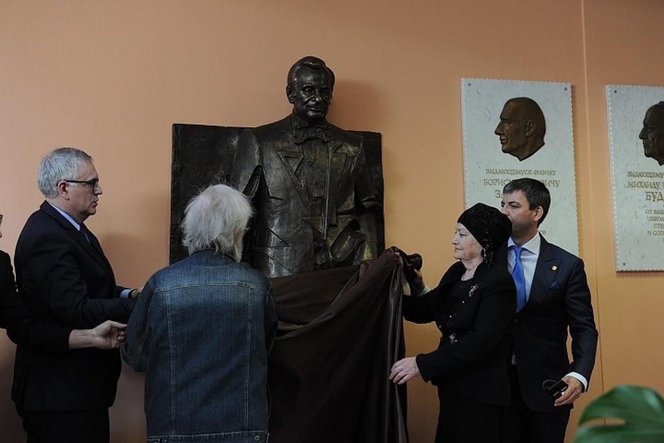 В Петербурге открыли памятник Жоресу Алферову