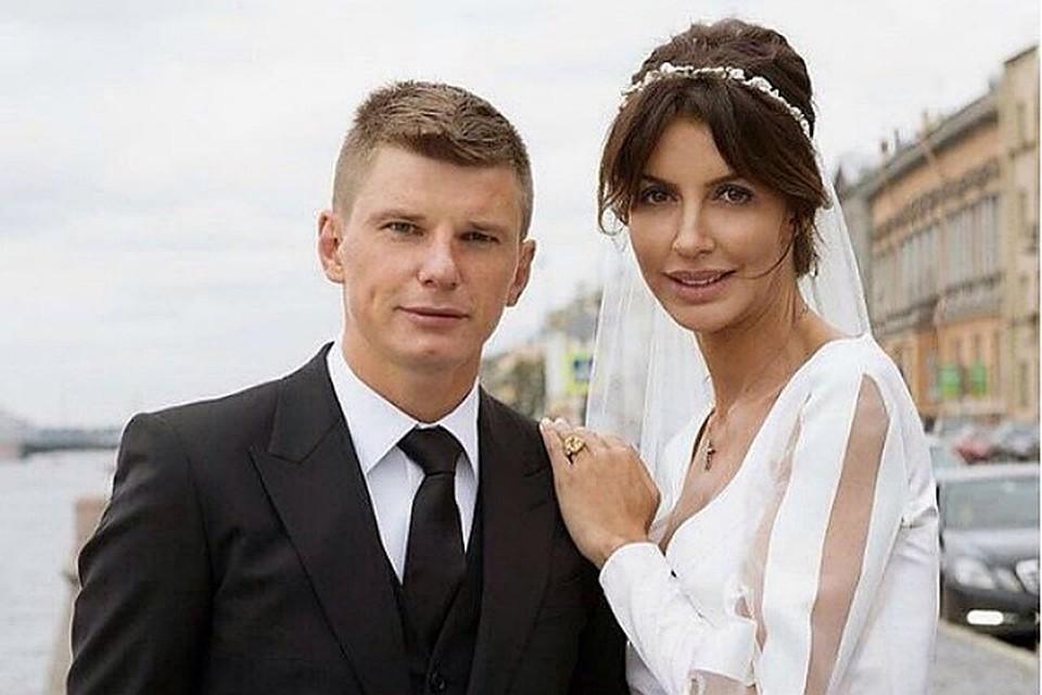 Сегодлня в Красносельском суде будут разводить Андрея Аршавина со второй женой Алисой.