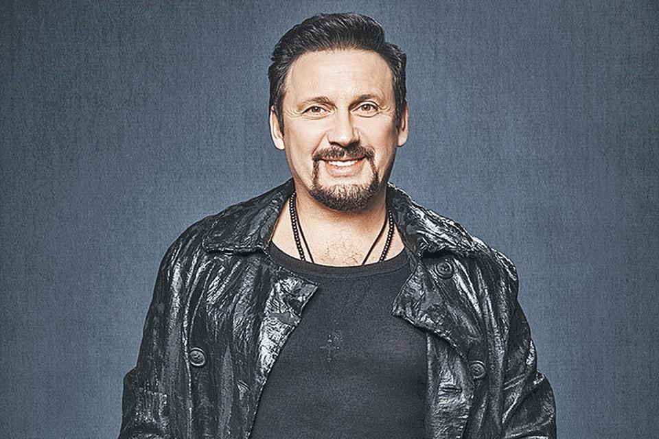 Сейчас у Михайлова нет стилиста, но за модными новинками ему помогает следить его жена Инна. Фото: Личный архив