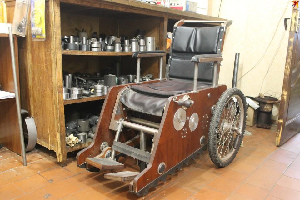Макет коляски выполнен из тяжелых материалов. Конечный образец должен быть куда легче.