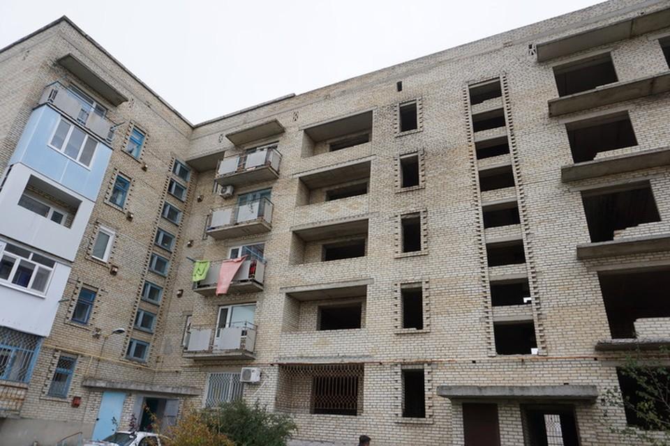 Докучаевск находится под постоянными обстрелами со стороны Украины.