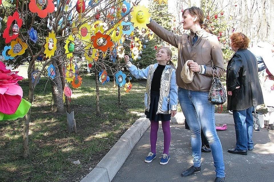 Парк Щербакова - традиционное место гуляний в Донецке.