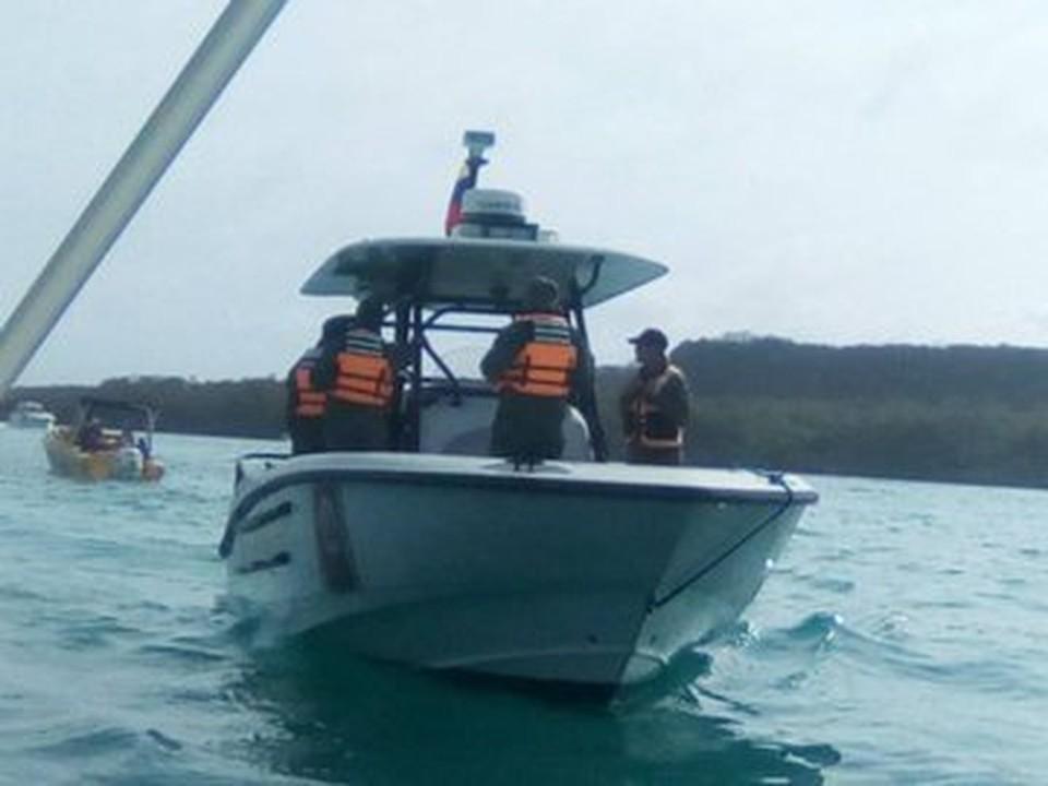 В зоне кораблекрушения идет спасательная операция