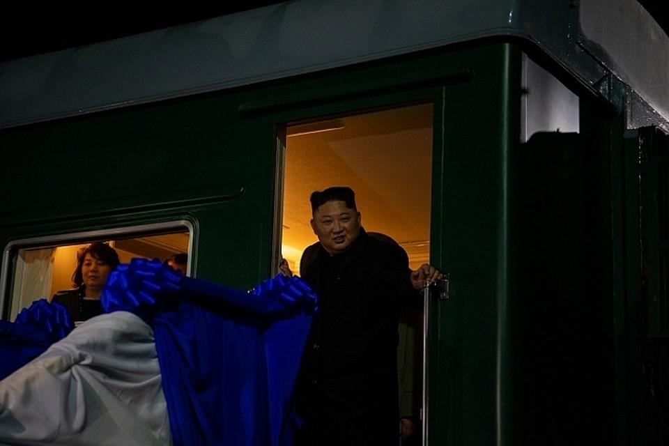 Перед отъездом Ким Чен Ын успел посетить Дом российско-корейской дружбы в Хасанском районе.