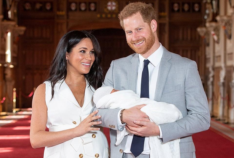 Принц Гарри и Меган Маркл сделали фото с новорожденным сыном.