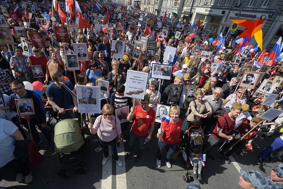 Ежегодно в акции Бессмертный полк в Москве, в России и по всему миру, участвуют потомки тех, кто в годы Великой Отечественной войны сражался на фронте и в партизанских отрядах, трудился в тылу.