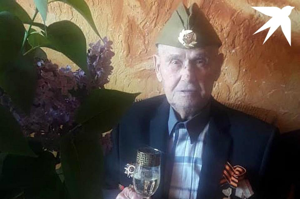 Иван Иванович отпраздновал День Победы в кругу семьи.