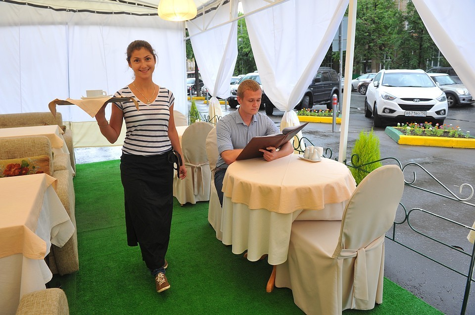 60% туристов ездят в новые места не для того, чтобы осматривать достопримечательности, а чтобы поесть и выпить