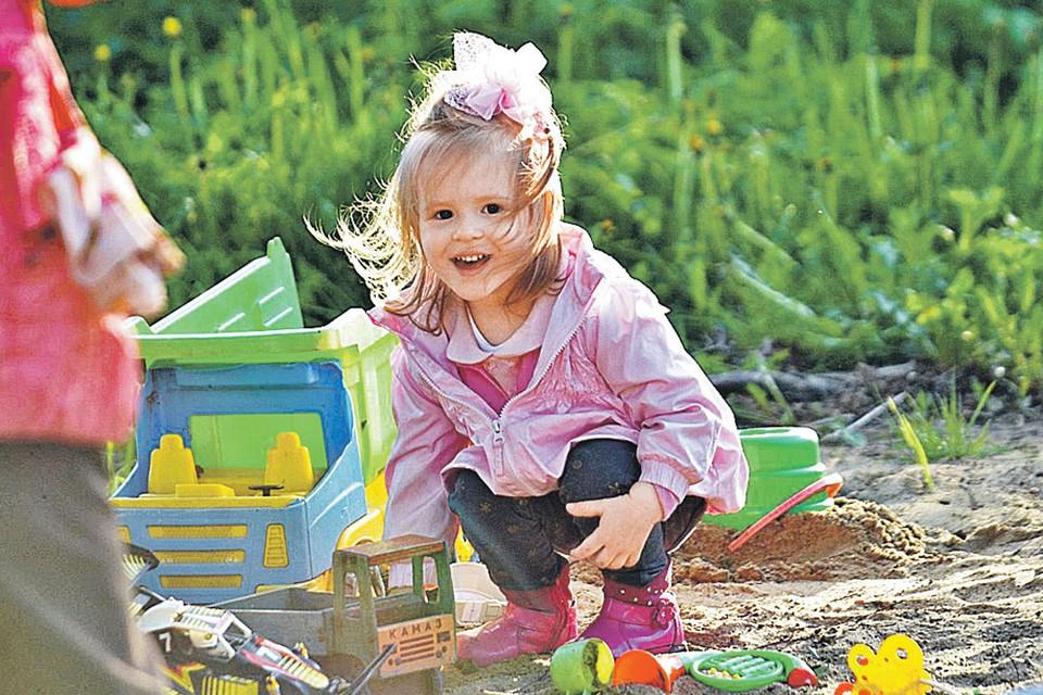 Родители говорят, что девочка растет здоровой и очень сообразительной. Фото: Личный архив