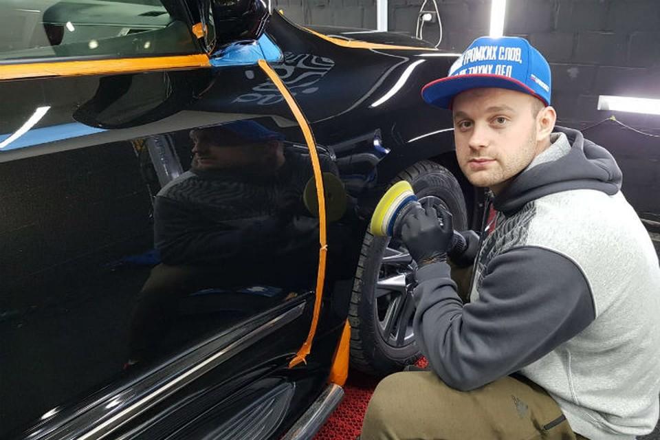 Лучший саночник мира Семен Павличенко в отпуске стал полировщиком автомобилей. Фото: личный архив Семена Павличенко.