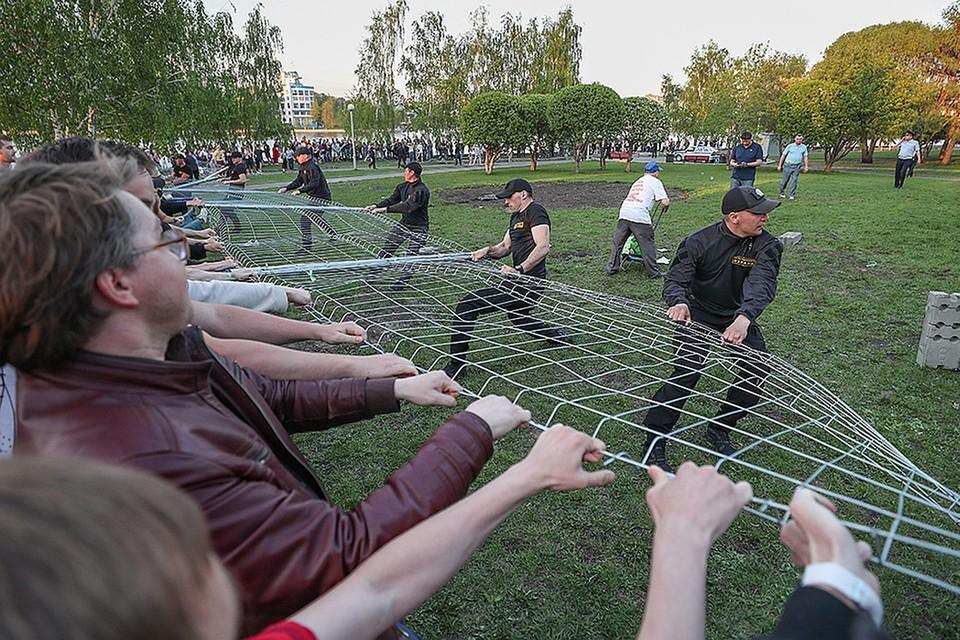 13 мая произошли столкновения противников строительства с охранниками. Фото Донат Сорокин/ТАСС