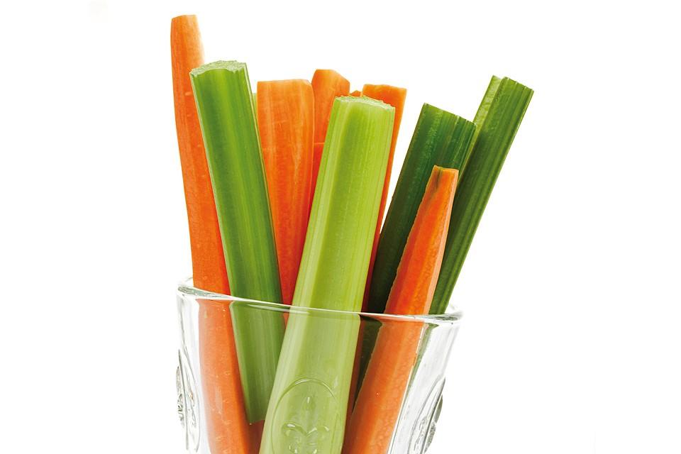 Низкокалорийный коктейль: морковка и сельдерей.